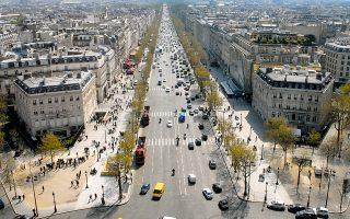 Σύμφωνα με τα στοιχεία της στατιστικής υπηρεσίας της χώρας, INSEE, το τέταρτο τρίμηνο οι τιμές των μεταχειρισμένων κατοικιών υποχώρησαν κατά 2,2% σε ετήσια βάση στο σύνολο της Γαλλίας, ενώ στην ευρύτερη περιοχή του Παρισιού η πτώση διαμορφώθηκε στο 2%.