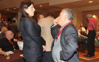 Ο Γ. Δραγασάκης συνομιλεί με τη Ζωή Κωνσταντοπούλου, στο περιθώριο της χθεσινής Κεντρικής Επιτροπής του ΣΥΡΙΖΑ.