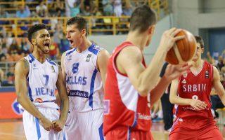 Τάιλερ Ντόρσεϊ και Κώστας Μήτογλου (δεξιά) πρωταγωνίστησαν στη νίκη της Εθνικής Εφήβων κόντρα στη Σερβία.