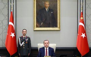 Η αντιπολίτευση κατηγορεί τον Ταγίπ Ερντογάν για σκόπιμη κωλυσιεργία με στόχο τη διατήρηση της πολιτικής μονοκρατορίας του.