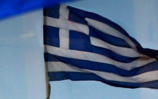 Κολλημένοι στην TV εν αναμονή του Eurogroup για την τύχη της Ελλάδας, παραμένουν οι τηλεθεατές.