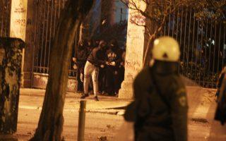syllipseis-anarchikon-gia-epitheseis-kata-astynomikon-se-syntagma-amp-8211-exarcheia-2091882