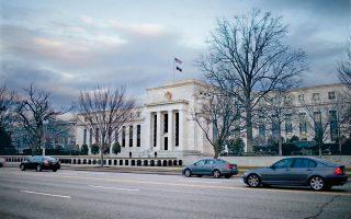 Οι επενδυτές είχαν το βλέμμα στραμμένο στη σημερινή συνάντηση της Fed και στα μηνύματά της σχετικά με το πότε σχεδιάζει την πρώτη άνοδο των επιτοκίων του δολαρίου.