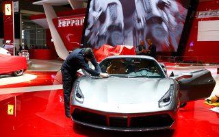 Η Fiat Chrysler υπολογίζει την αξία της Ferrari τουλάχιστον στα 11 δισ. δολάρια (10 δισ. ευρώ).