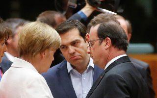 Στο περιθώριο της Συνόδου Κορυφής των κρατών-μελών της Ευρωζώνης χθες στις Βρυξέλλες, η Αγκελα Μέρκελ, ο Αλέξης Τσίπρας και ο Φρανσουά Ολάντ συζητούν κάποιες από τις ιδέες για άρση του αδιεξόδου στο ελληνικό πρόβλημα, με βάση και το κείμενο που είχε διατυπώσει προηγουμένως το Eurogroup πάνω στις προτάσεις της ελληνικής πλευράς.