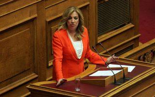 «Ο κ. Τσίπρας οφείλει να ενημερώσει τη Βουλή και τον ελληνικό λαό για τους σχεδιασμούς του plan B, καθώς και για την προσωπική του ανάμειξη σε αυτούς», αναφέρει η πρόεδρος του ΠΑΣΟΚ.