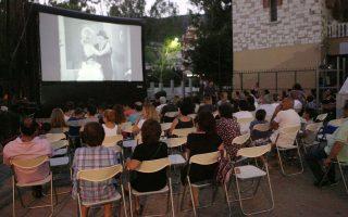 Σε πλατείες και στην παραλία της Γλυφάδας, ο δήμος έχει διοργανώσει και φέτος τις δωρεάν κινηματογραφικές προβολές, με γνωστές ταινίες από την Ελλάδα και το εξωτερικό, με τον γενικό τίτλο «Σινεμά ο Παράδεισος».