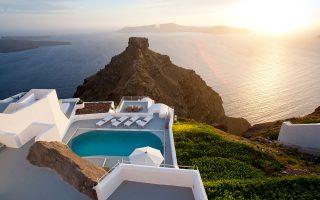 Καθώς τα πρακτορεία εξωτερικού έχουν ζητούμενο το μοντέλο «ήλιος - θάλασσα» από τον ελληνικό τουρισμό, η αύξηση των τουριστών κατευθύνθηκε κυρίως στα νησιά και σε πολυτελή ξενοδοχεία.
