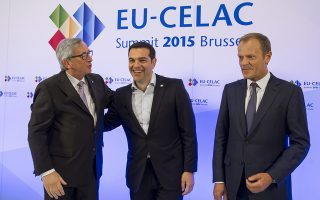 epa04792073 (L-R) European Commission President Jean-Claude Juncker, Greece's Prime Minister Alexis Tsipras and EU Council President Donald Tusk at the start of the European Union and Community of Latin American and Caribbean States (CELAC) summit in Brussels, Belgium, 10 June 2015. The EU-CELAC Summit brings together 61 European, Latin American and Caribbean leaders to strengthen relations between both regions.  EPA/VIRGINIA MAYO / POOL