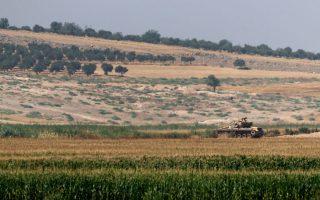 Τουρκικά τεθωρακισμένα άνοιξαν για πρώτη φορά πυρ εναντίον θέσεων του «Ισλαμικού Κράτους», στα σύνορα με τη Συρία, ενώ λίγο αργότερα μαχητικά αεροσκάφη F-16 βομβάρδιζαν στόχους των τζιχαντιστών.