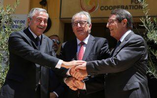 Σε ιδιαίτερο θερμό κλίμα πραγματοποιήθηκε η συνάντηση του κ. Γιούνκερ με τον Κύπιο Πρόεδρο Ν. Αναστασιάδη, στο Προεδρικό Μέγαρο.