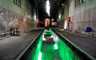 Το έργο της ΕυμορφίληςΤσιμπίδου στο παλιό θερμαντήριο του ΟΣΕ Φλώρινας εξετάζει το φως, τους όγκους και τη φόρμα.Τα παλιά Δημοτικά Σφαγεία της Φλώρινας άνοιξαν μαζί με άλλους 60 χώρους σε όλη την πόλη για να υποδεχθούν τις πτυχιακές εργασίες περισσότερων από 70 φοιτητών της Σχολής Καλών Τεχνών του Πανεπιστημίου Δυτικής Μακεδονίας.