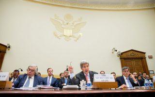 Ο Τζον Κέρι αναλύει την ιρανική πυρηνική συμφωνία ενώπιον της επιτροπής εξωτερικών υποθέσεων της αμερικανικής Βουλής των Αντιπροσώπων.