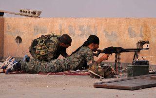 Παρά τις πρόσφατες επιτυχίες των Κούρδων στη Συρία και την απελευθέρωση της πόλης Τικρίτ από τον κυβερνητικό στρατό και τις σιιτικές πολιτοφυλακές στο γειτονικό Ιράκ, το Ισλαμικό Κράτος κάθε άλλο παρά φαίνεται να χάνει τον πόλεμο.