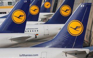 Σε επιστολή που απέστειλε o όμιλος της Lufthansa (Lufthansa, Austrian Airlines, Swiss) χθες το απόγευμα σε ταξιδιωτικά γραφεία, ενημερώνει ότι από σήμερα 8 Ιουλίου θα πρέπει να καταβάλλουν την αξία των εισιτηρίων με χρέωση πιστωτικής κάρτας μέσω BSP (Billing and Settlement System - το σύστημα που έχει ορίσει η ΙΑΤΑ μέσω του οποίου γίνονται όλες οι χρεώσεις, πληρωμές και μεταβιβάσεις χρημάτων από τους πράκτορες προς τις εταιρείες) ή έναντι μετρητών στα εκδοτήριά της.