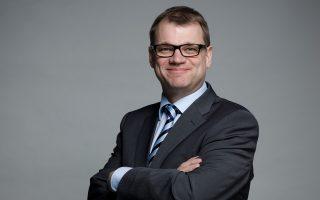 Ο πρωθυπουργός της Φινλανδίας, Γιούχα Σίπιλα, έκανε λόγο για βαρύ χτύπημα όταν αναφέρθηκε στην απόφαση της Microsoft και επισκέφθηκε τη Σάλο να συζητήσει με τους κατοίκους για τον τρόπο αρωγής τους.