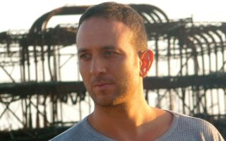 Ο συνθέτης Νικόλας Λαμπρινάκος (Nikolas Labrinakos), που κάνει διεθνή καριέρα στη σύγχρονη κλασική μουσική, με έδρα το Λονδίνο.