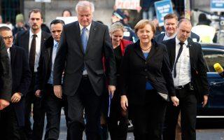 Ο πρόεδρος του CSU Χορστ Ζέχοφερ με την Αγγελα Μέρκελ.