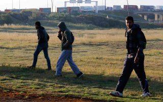 Οι πρόσφυγες και οι μετανάστες που κατορθώνουν και φθάνουν κάθε ημέρα στη Βρετανία υπολογίζονται μόλις σε 40.