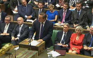 Ο Βρετανός πρωθυπουργός Ντέιβιντ Κάμερον ανακοίνωσε ότι θα δεχθεί την αύξηση, η οποία αφορά και τον δικό του μισθό ως βουλευτή.