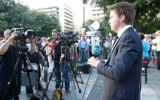 Ανταποκριτές ξένων ΜΜΕ στο Σύνταγμα εν αναμονή των πρώτων αποτελεσμάτων.