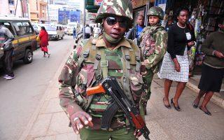 Αστυνομικοί περιπολούν στο κέντρο του Ναϊρόμπι εν αναμονή του Αμερικανού προέδρου, Μπαράκ Ομπάμα.