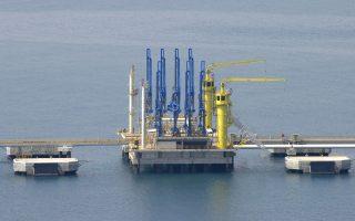 Οι εξαγωγές πετρελαίου καλύπτουν το 10% του καναδικού ΑΕΠ, ενώ για τη Νορβηγία το αντίστοιχο πο- σοστό διαμορφώνεται στο 15%.