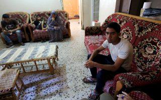 Ο 18χρονος Παλαιστίνιος, Αμπντάλαχ αλ-Χαντάντ, κατά τη διάρκεια συνέντευξης με το Reuters στο σπίτι της οικογένειάς του στη Γάζα.