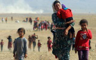 Εκτοπισμένοι πληθυσμοί της μειονότητας των Γιαζίντι εγκαταλείπουν εστίες τους για να σωθούν από τη βία του «Ισλαμικού Κράτους».