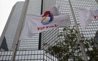 Η γαλλική πολυεθνική Total, που δραστηριοποιείται και στα οικόπεδα 10 και 11 της Κύπρου, φέρεται να ηγείται κοινοπραξίας μαζί με την ιταλική Edison και τα ΕΛΠΕ διεκδικώντας το οικόπεδο 2 που βρίσκεται ανοιχτά της Κέρκυρας.