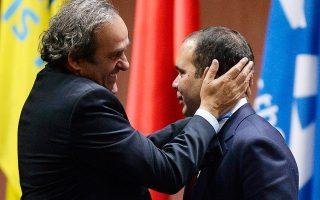 Πρώην σύμμαχοι και νυν αντίπαλοι για τον προεδρικό θώκο της FIFA οι Πλατινί και πρίγκιπας Αλί (δεξιά).