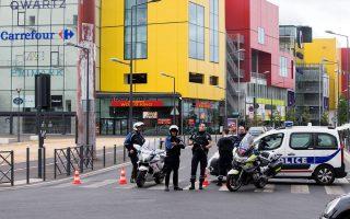 Οι ένοπλοι διέφυγαν παρά την αστυνομική κινητοποίηση.