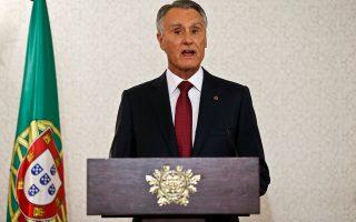 Ο πρόεδρος της Πορτογαλίας, Ανίμπαλ Καβάκο Σίλβα, ανακοινώνει με τηλεοπτικό διάγγελμα την προκήρυξη βουλευτικών εκλογών σ τις 4 Οκτωβρίου. Οι δημοσκοπήσεις προβλέπουν «ντέρμπι» Κεντροδεξιάς-Σοσιαλιστών.