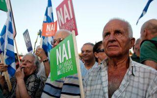 Υποστηρικτές του ΝΑΙ στη συγκέντρωση του Παναθηναϊκού Σταδίου.