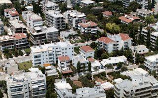 Στο Παλαιό Ψυχικό, οροφοδιαμέρισμα επιφάνειας 240 τ.μ. το οποίο είχε αποκτηθεί το 2007 αντί ποσού 1,375 εκατ. ευρώ πωλήθηκε πρόσφατα αντί 450.000 ευρώ, δηλαδή 67% χαμηλότερα.