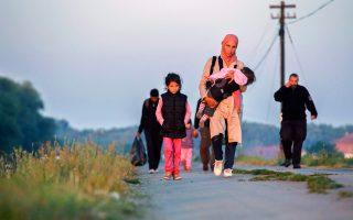 «Η Ευρώπη βιώνει μια κρίση θαλάσσιας μετανάστευσης ιστορικών διαστάσεων», διαπιστώνει η Υπατη Αρμοστεία του ΟΗΕ. Ωστόσο, την ίδια στιγμή, τα ευρωπαϊκά εδάφη γίνονται όλο και πιο αφιλόξενα για τους πρόσφυγες.