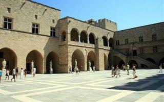 Το Παλάτι του Μεγάλου Μαγίστρου, ένα από τα αξιοθέατα της Παλιάς Πόλης.