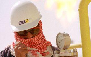 Η συμφωνία Ιράν-Δύσης ανοίγει τον δρόμο για μεγαλύτερες εξαγωγές ιρανικού πετρελαίου, κάτι που ενδεχομένως να οδηγήσει σε περαιτέρω πτώση των τιμών πετρελαίου πλήττοντας ακόμα περισσότερο τη Ρωσία, τη Βενεζουέλα και τη Σαουδική Αραβία.
