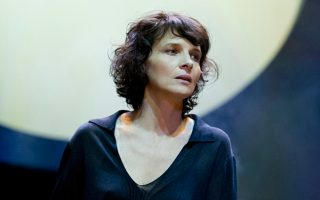 Η υπέροχη Ζιλιέτ Μπινός πρωταγωνιστεί στην παράσταση της «Αντιγόνης» του Σοφοκλή, που θα είναι στα δημοφιλέστερα θεάματα του Φεστιβάλ Εδιμβούργου.