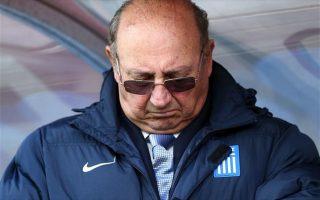 «Ζητώ συγγνώμη από τους Ελληνες φιλάθλους για τα αποτελέσματα» τόνισε ο Μαρκαριάν στην ανακοίνωσή του.