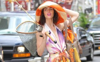 Hilary Rhoda spotted doing a photoshoot in Time Square and takes an unfortunate tumble in her super high platform shoes, luckily she wasn't injured.<P><noscript><img width=