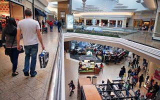 Oι καταναλωτικές  δαπάνες αυξήθηκαν με ρυθμό 2,9% σε ετήσια βάση, από 1,8% το πρώτο τρίμηνο του 2015.