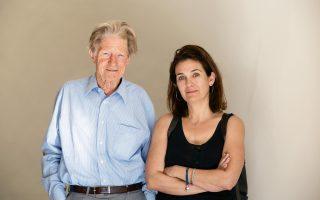 Ο νομπελίστας καθηγητής με τη δημοσιογράφο του «Κ» Κατερίνα Μπακογιάννη.
