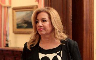Η κ. Γεννηματά έθεσε, μάλιστα, τη σχετική πρόταση του ΠΑΣΟΚ για κατάργηση του μπόνους των 50 εδρών στην ευχέρεια του Προέδρου της Δημοκρατίας, τον οποίο και επισκέφθηκε χθες.