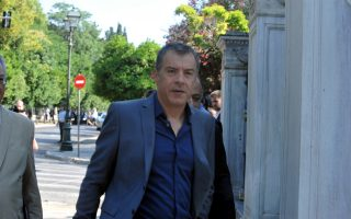 Ο κ. Θεοδωράκης είχε εισηγηθεί στον πρωθυπουργό να δεσμευθεί στους εταίρους ότι πρόθεσή του είναι να παραμείνει η Ελλάδα στην Ευρωζώνη.
