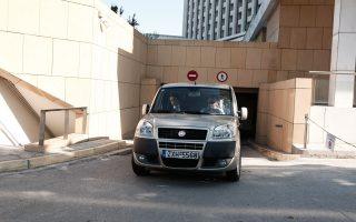 Τα τεχνικά κλιμάκια της τρόικας αναχωρούν από το ξενοδοχείο όπου διαμένουν, με προορισμό  το υπουργείο Υγείας.