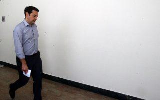 Ο κ. Αλέξης Τσίπρας, μόνος ενώπιον των σκληρών διλημμάτων του.