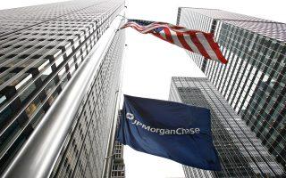 Στην κορυφή του καταλόγου βρίσκεται η JPMorgan, η οποία θα πρέπει να καλύψει κενό ύψους 4,5%, και ακολουθεί η Citigroup με κενό ύψους 3,5%. Goldm an Sachs, Morgan Stanley και Bank of America πρέπει να καλύψουν κενό ύψους 3%, η Wells Fargo 2%, η State Street 1,5% και η Bank of New York Mellon 1%.