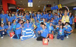 Το πρώτο γκρουπ της ελληνικής αποστολής έχει φτάσει στο αεροδρόμιο «Ελευθέριος Βενιζέλος». Εθελοντές, γονείς, αθλητές, προπονητές, γεμάτοι προσμονή και ενθουσιασμό, δημιούργησαν ένα θερμό κλίμα υποδοχής ξεσηκώνοντας την αίθουσα.