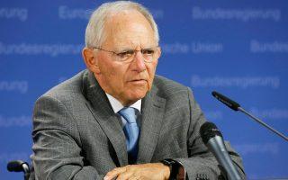 «Η βιωσιμότητα του χρέους αποτελεί ένα από τα πιο σημαντικά εκκρεμή ζητήματα», σημειώνει το έγγραφο του γερμανικού ΥΠΟΙΚ. Στη φωτογραφία, ο Β. Σόιμπλε.